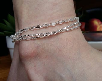 Adjustable ankle in clear and shiny glass beads bracelet