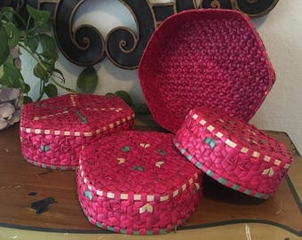 Set of 4 Vintage Nesting Baskets, Red and Green Mexican Woven Hexagonal Wall Baskets