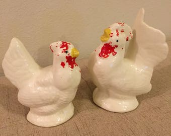 Rooster and Hen Salt and Pepper Shakers, White, Farm Animal, Vintage
