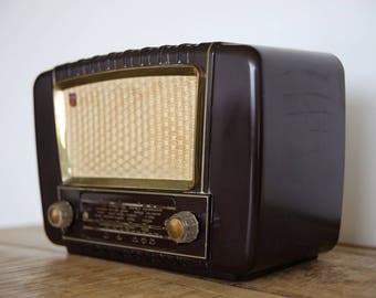 Chromecast Powered Old Vintage Philips Radio BX233U