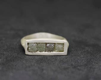 Raw in a row. 925 Sterling Silver ring with 4 carats raw natural rough diamonds