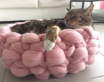 Super Chunky Merino Wool - Soft Cat/Dog bed - dog/cat basket - Hand Made/Arm Knitting