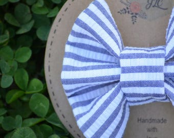 Clip-in Girl's bow - vintage fabric - baby girls bow - toddler bow - baby bow