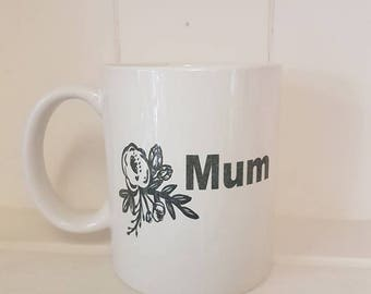 "Ceramic Coffee Mug with Flower image and ""Mum"" Text on one side"