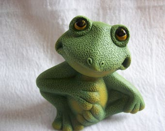 Very Cute Frog Home and Garden Decor Yard Art