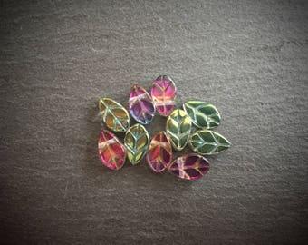 20 x Chameleon Green Glass Leaf Beads