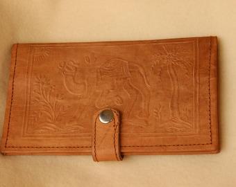 Wallet camel