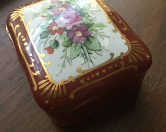 Floral Ceramic Box with Lid-  Floral Accent- Vintage Keepsake Box- Vintage Soap Dish- Trinket Container- Jewelry Dish- Vintage Storage