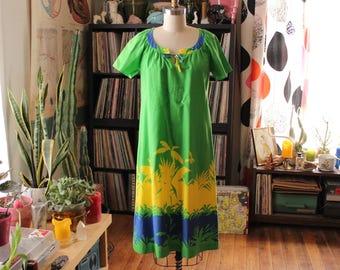 1970s 80s Hawaiian kaftan . womens xs small colorblock dress with palm tree print . cotton summer dress