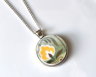 Simple Circle Broken Plate Pendant - Green and Yellow - Recycled China