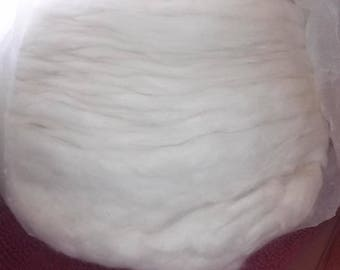 8 oz white huacaya alpaca roving