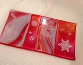 Red Holiday Dish, Fused Glass Snowflake Plate, Winter Plate, Fused Glass Dish, Red Candy Dish, Tealight Holder, Trinket Tray, Cracker Plate