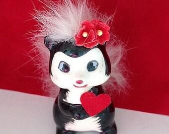 Valentine's Day Decoration Vintage Furry Skunk Figurine Valentine Ornament  Valentine gift TVAT.
