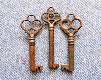 Rustic Skeleton Key Lot Primitive Gothic Clover Top Antique Lock Keys Repurpose Jewelry Hardware