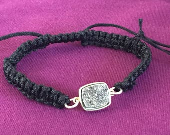 Dara Ettinger Black Macrame Friendship Bracelet with 14kt Gold plated brilliant agate druzy set in bezel in Silver