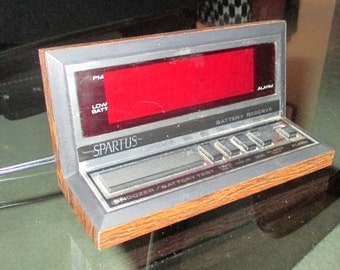 Vintage MOD 80s Streamline Digital Alarm Clock