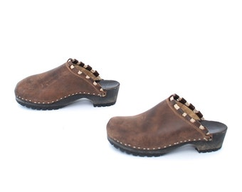 size 8 CLOGS brown leather 80s 90s BIRKENSTOCK style unisex slip on sandals