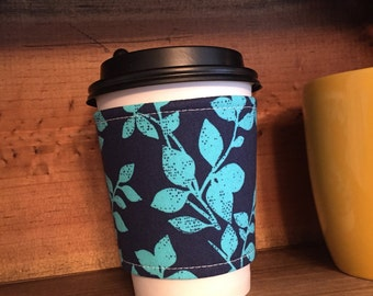 Coffee Cozie in Navy Vines