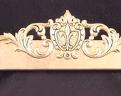 Fleur de lis in whith  with gold accent rub all included
