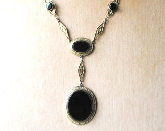 Art deco vintage 40s, pastel gold tone metal , ornate links necklace with a cabochon, oval shape black onyx pendant and matching,  5  beads.