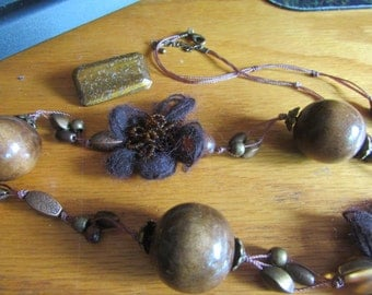 Tiger eye wood necklace