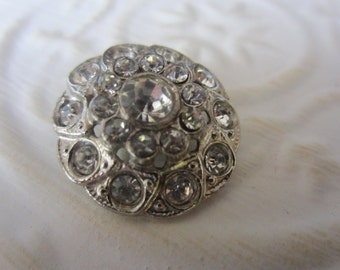 Vintage Button - 1 beautiful  flower design rhinestone embellished, antique silver finish metal (jan 122-17)
