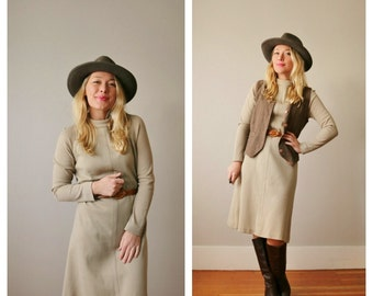 1960s Neutral Knit Dress >>> Size Small to Medium