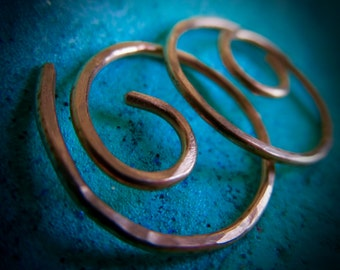 Free Shipping. Small Hoops. MINNIER. Small Swirl Hoop Earrings with Hammered Surface in 18 gauge solid Copper wire