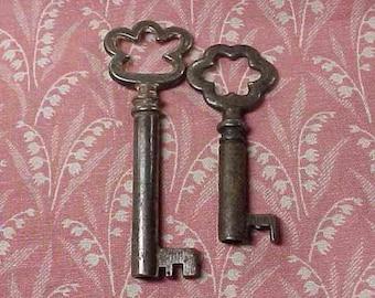 2 Vintage Puffy Top Steel Keys Open barrel ends
