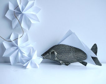 Vintage Fish Carp Koi Quirky Letter/Paper/Card/Menu Holder Modello Depositato