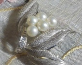 Truly lovely and very eloquent - Vintage Rhinestone and Faux Pearl Brooch - Lapel Pin -  Silver Tone Metal - 1950 Era