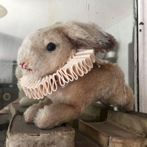 Steiff Rabbit,with neck ruffles with Button