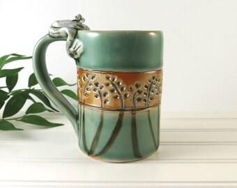 Large Ceramic Coffee Mug - Pottery Tea Cup - Light Green Mug - Frog Mug - Handmade Pottery Mug - Coffee Cup - Ceramics and Pottery - 250
