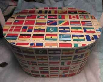 Vintage Handbag Purse Picnic Basket FLAGS Of THE WORLD mid century with paper on all sides of wood frame Various World Flags made hong kong