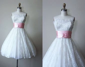 1950s Dress - Vintage 50s Dress - White Lace Lavender Taffeta Wedding Party Prom Dress S M - Confectioner's Sugar Dress