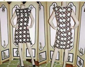 20% Off Vintage 60's Geometric Brown and White Shift Dress. Medium.