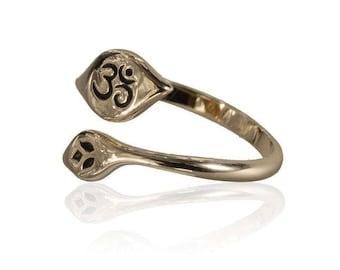 Adjustable bronze ring with carved ohm, Bronze ohm ring, Adjustable ring, Charm jewellery, Yoga jewellery, Boho Ring, Tribu