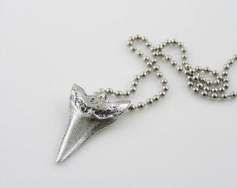 Shark Tooth Necklace, Shark Necklace, Surf Necklace, Surf Jewelry, Surf Gift, Gifts for Him, Gifts for Boyfriend, Beach Jewelry