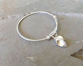 Calla Lily Adjustable Bangle, Calla Lily Bracelet, Flower Bracelet for Brides, Leaf Bridal Jewelry, Calla Lily and Leaf Bracelet, Leaf