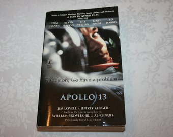 """Vintage Paperback Book """" Apollo 13 """" By Jim Lovell and Jeffrey Kluger 1994 Movie Film Motion Picture"""