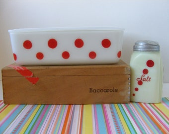 Vintage Rare HTF McKee Red Dot 8x5 Refrigerator Dish with Lid, WHITE Milk Glass, McKee Polka Dots, Polka Dot Dish, Red Dots, 1940s