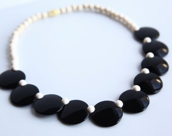 Vintage Black and Ivory tone Necklace ~ Vintage Beaded Necklace ~ Retro Jewelry ~ Avon Colorworks