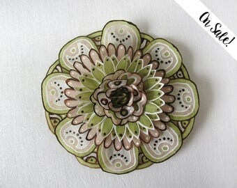 Olive green, brown and tan silk flower brooch - hand painted silk brooch - Statement brooch -  ***Item on sale*** Previous price : 31.50 EUR