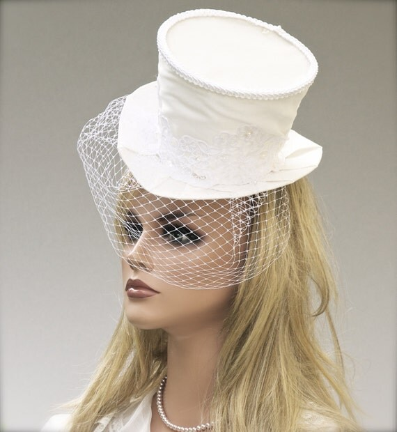 Bride's Mini Top Hat, Bridal Headpiece, Wedding Headpiece, White Mad Hatter, White hat with Veil, Wedding Hat, Bridal Veil