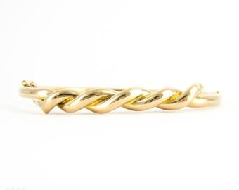 Antique Gold Bangle Bracelet, Edwardian Era Knotted Ribbon Design 15 Carat Rose Gold Ladies Bangle. Circa 1900 - 1910s.