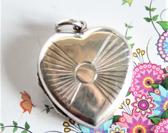 Vintage sterling silver heart locket. Sun ray locket