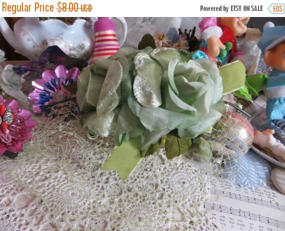 ON SALE Vintage Ladies Hat-Derby-Easter-AWESOME Hat-Union Made-Millinery-1940's-Green Roses