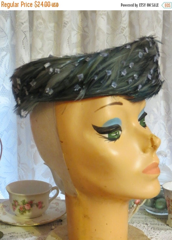 ON SALE Vintage ladies Hat-Feathers-Retro Chic-1940s-Mint-Pill Box Style
