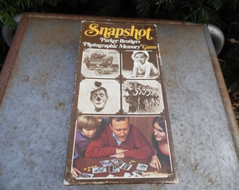 Snapshot vintage 1972 game Parker Brothers Photographic memory game complete game with all playing pieces and rules card family game night