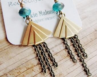 Geometric Brass Earrings, Modern Gold Art Deco Earrings, Modern Triangle dangles, Brass Triangle Earrings, Pyramid Earrings, Modern Earrings